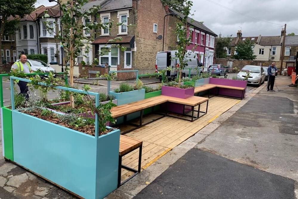 Double Parklet with opening seating